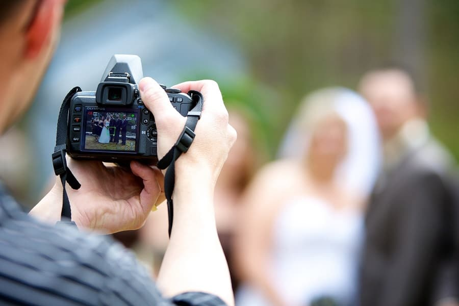 Tips For Becoming A Wedding Photographer