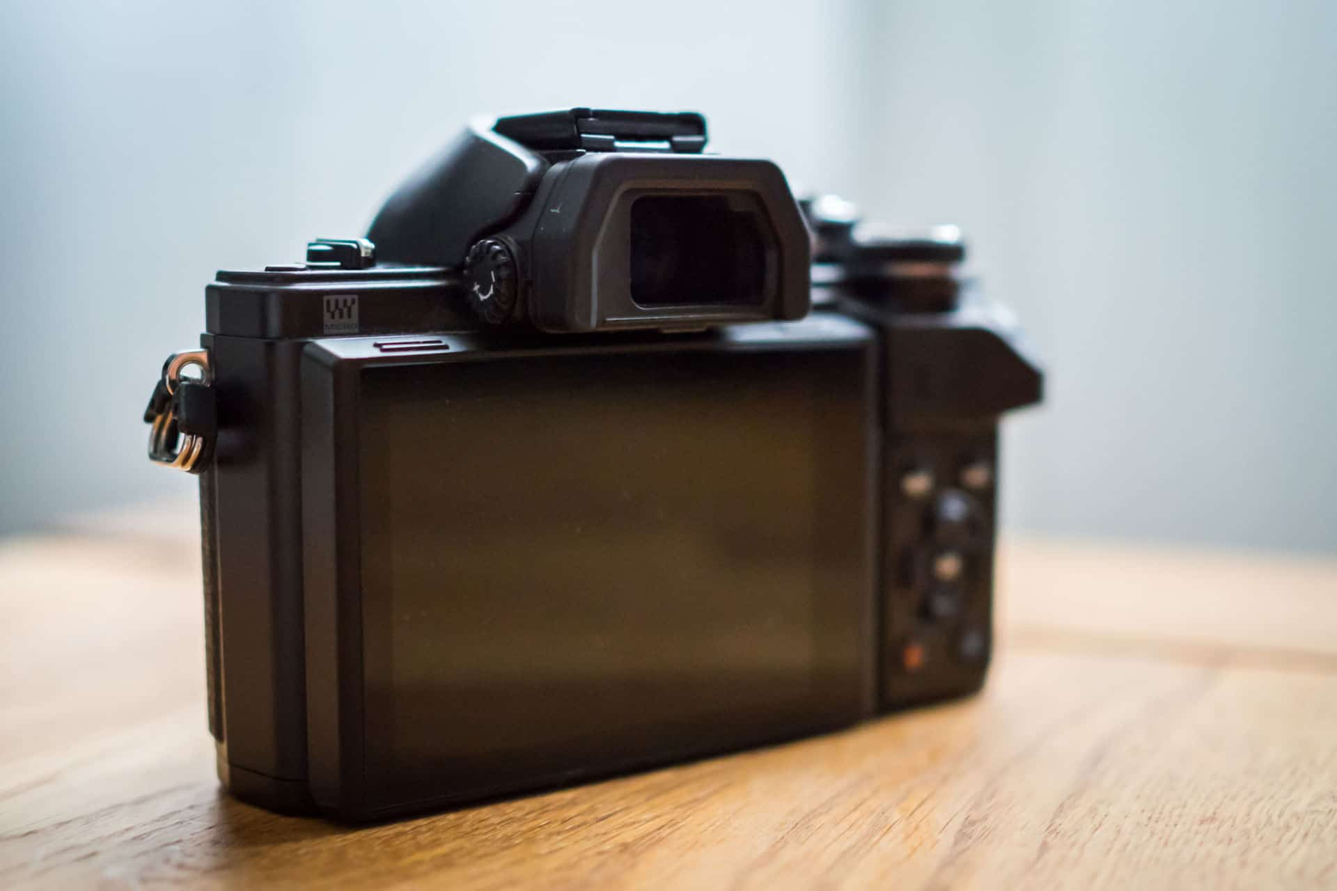 This Is Why Mirrorless Cameras Make Noise