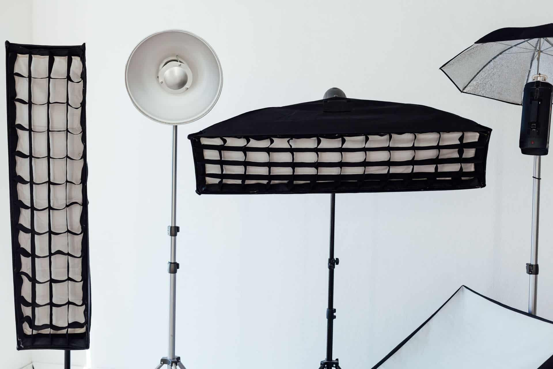 How to Use a Speedlight With a Softbox: An Essential Guide